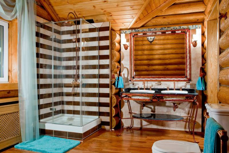 Ванная в доме из оцилиндрованного бревна фото